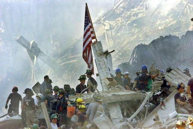 Local das Torres Gêmeas, em Nova York, após atentados de 11 de setembro de 2001