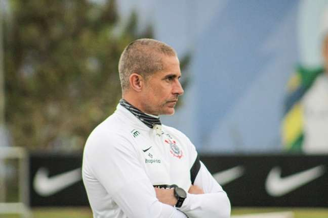 Sylvinho terá o desafio de remontar a equipe com uma série de desfalques (Foto: Felipe Szpak/Ag. Corinthians)