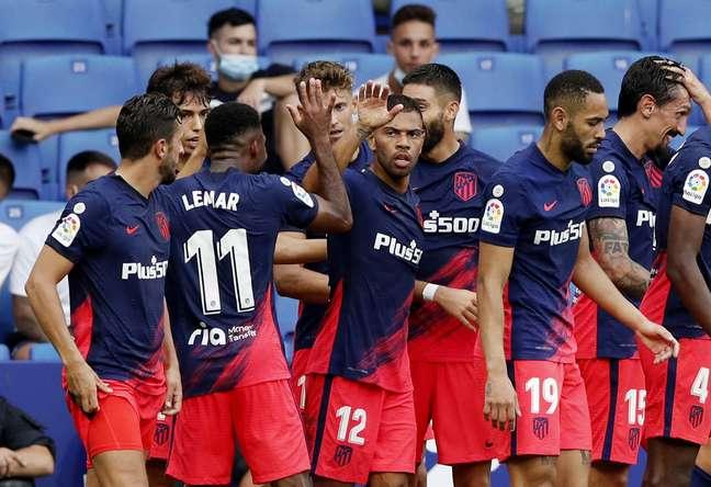 Jogadores do Atlético de Madrid comemoram vitória no fim
