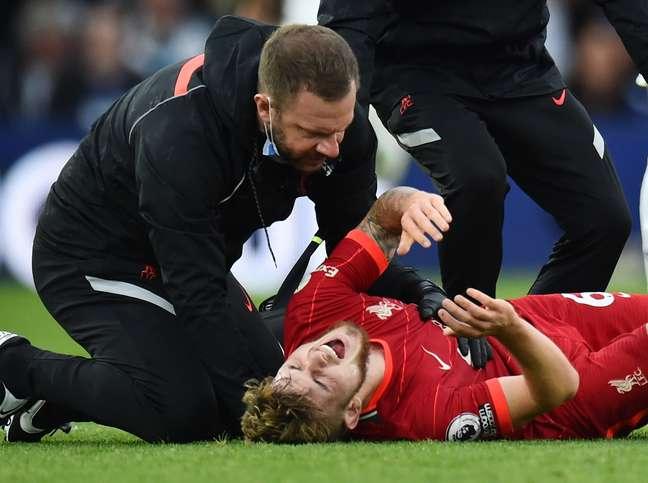 Harvey Elliott, do Liverpool, sofreu uma grave lesão contra o Leeds