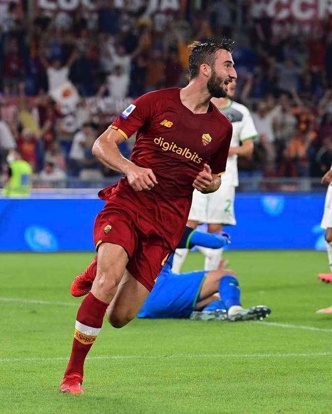Roma vence Sassuolo, em casa, por 2 a 1, liderando o Campeonato Italiano