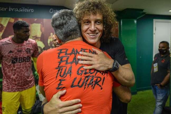 David Luiz acompanhou o jogo do Allianz Parque (Foto: Marcelo Cortes/Flamengo)