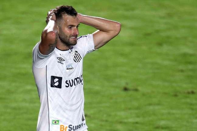 Santos e Bahia empataram em 0 a 0 neste sábado, 11