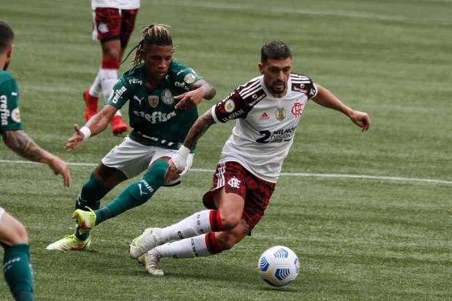 Flamengo derrota Palmeiras por 3 a 1