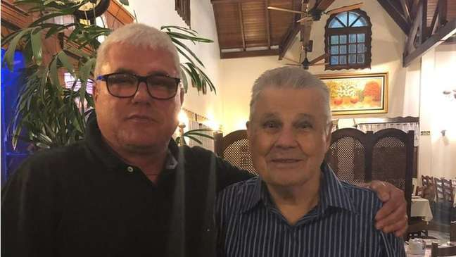 João e o pai, Delmar, em foto de anos atrás: filho não quer que o pai, hoje com 90 anos, morra sem uma resposta sobre o que aconteceu com Beatriz