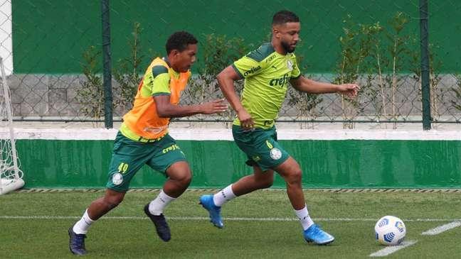 O lateral Jorge treinou normalmente com o restante do elenco na Academia de Futebol (Foto: Cesar Greco/Palmeiras)