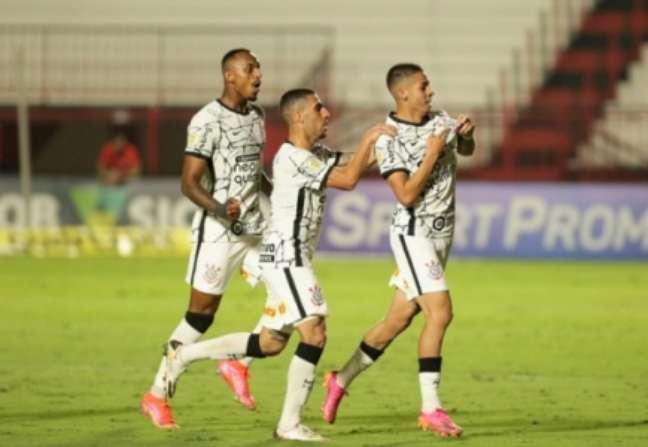 Gabriel Pereira comemora golaço (Foto: Rodrigo Coca/Ag. Corinthians)
