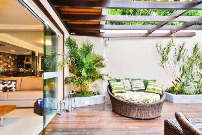 3. Quintal decorado com plantas e chaise área externa – Foto Bender Arquitetura