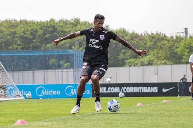 Jô voltou aos treinamentos após ser liberado para resolver assuntos particulares (Foto: Felipe Szpak/Ag. Corinthians)