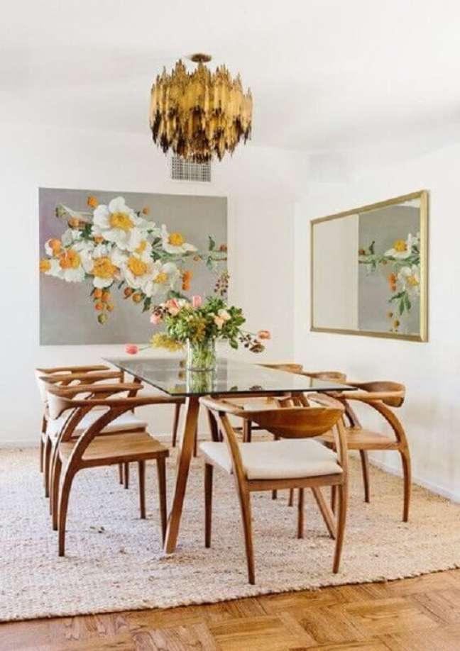 14. Decoração clean com mesa de vidro e espelho na sala de jantar – Foto: Elle Decor