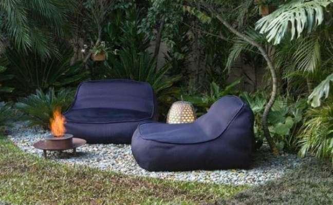 21. Jardim com chaise área externa azul marinho – Foto Elkis Paisagismo