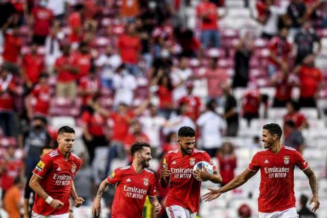 Benfica viaja para enfrentar o Dínamo (Foto: PATRICIA DE MELO MOREIRA / AFP)