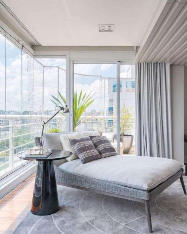 7. Chaise longue para área externa com janelas de vidro – Foto Spaco Interior