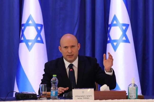 Primeiro-ministro de Israel, Naftali Bennett, durante reunião de gabinete em Jerusalém 12/09/2021 Abir Sultan/Pool via REUTERS