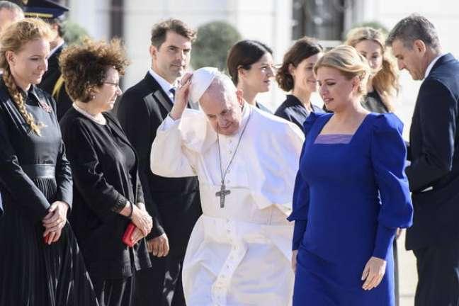 Papa é recebido pela presidente eslovaca, Zuzana Caputova