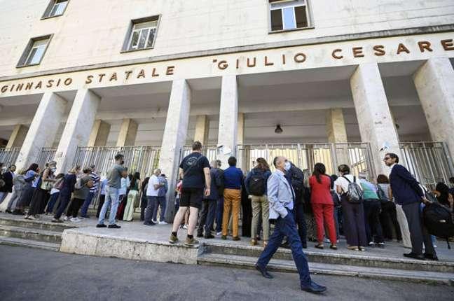 Ano letivo começou nesta segunda-feira (13) na maior parte da Itália