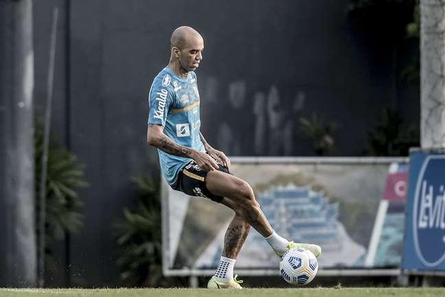 Tardelli durante o treino desta segunda-feira; atacante poderá estrear contra Athletico-PR