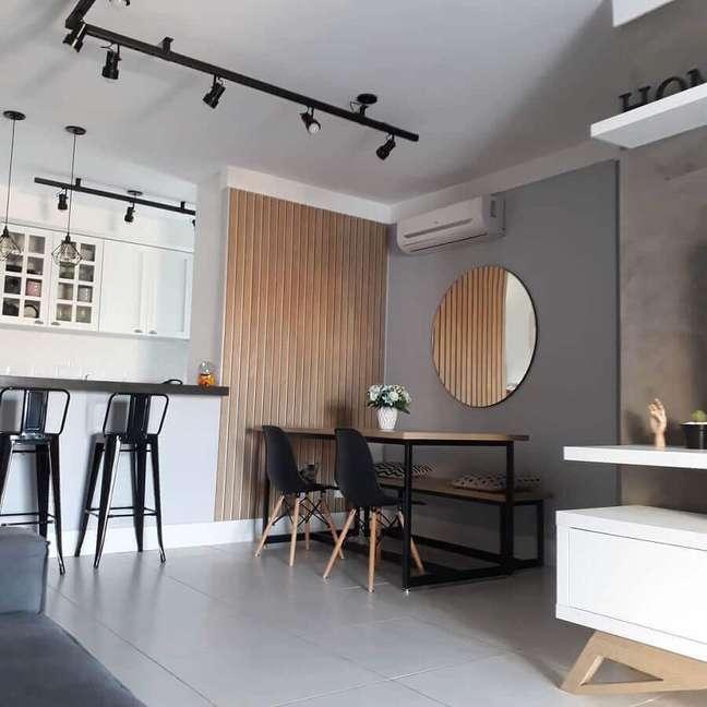 23. Decoração estilo industrial com espelho redondo para sala de jantar – Foto: Meu Ap 42