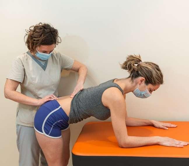 Alongamentos, exercícios e fisioterapia podem auxiliar no tratamento