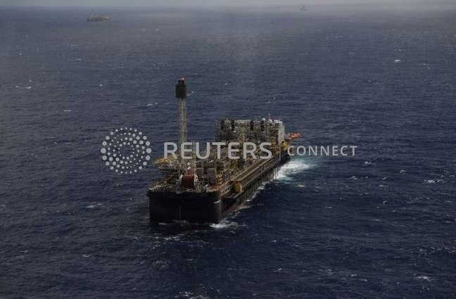 Plataforma petrolífera na Bacia de Santos, Rio de Janeiro  05/09/2018 REUTERS/Pilar Olivares