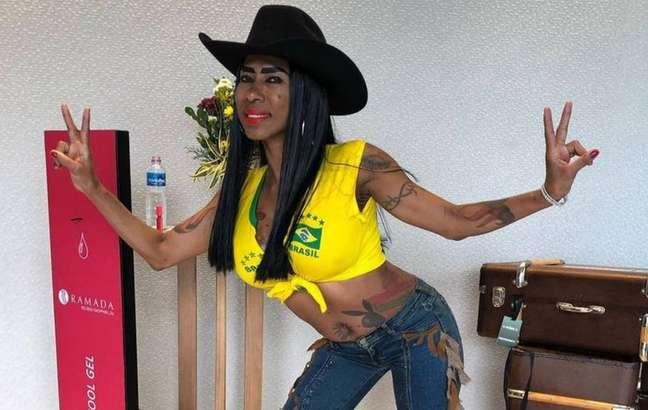 Inês Brasil participou de ação promocional de 'A Fazenda' 13
