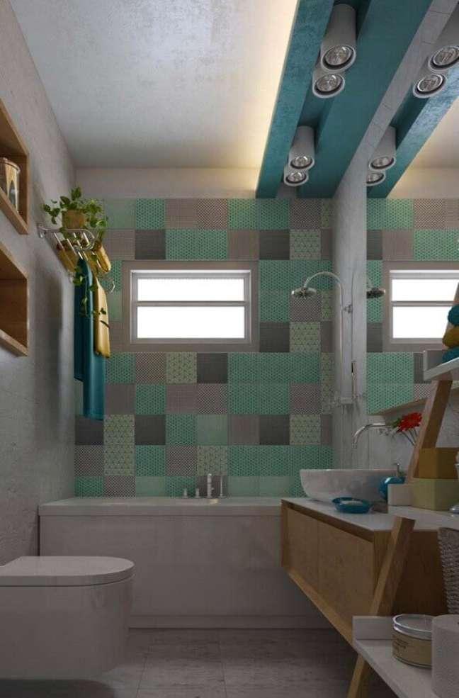 56. Revestimento colorido para decoração de banheiro bonito planejado – Foto: Home Fashion Trend