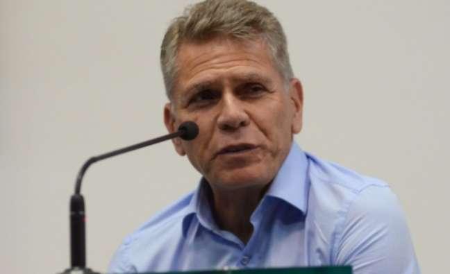 Paulo Autuori, diretor-técnico do Furacão, analisa novos nomes para o cargo deixado por António Oliveira (Divulgação/Athletico-PR)