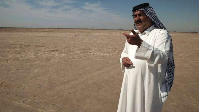 O agricultor Sheikh Kazem Al Kaabi diz que suas terras ficaram secas com o aquecimento global