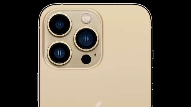 iPhone 13 Pro Max dourado