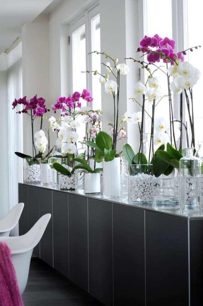 51. Vasos de flores para decoração de sala moderna com orquídeas lindas – Foto Casa 1202