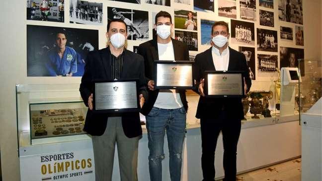 Marco Azizi, Nino e Marcos Seixas foram homenageados pelo Fluminense (Foto: Mailson Santana/Fluminense FC)