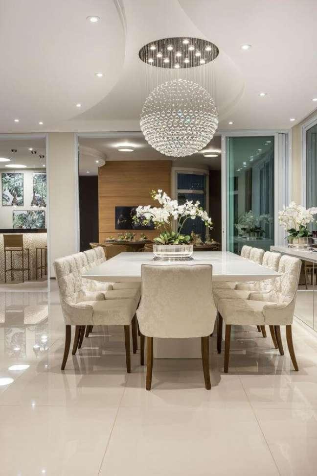 34. Vaso de flor para sala de jantar clássica e luxuosa – Foto Aquiles Nicolas Kilaris