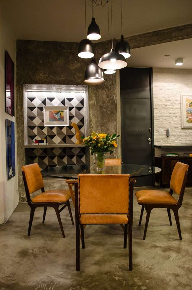 26. Vaso de flor para sala com decoração industrial – Foto Adriana Fornazari
