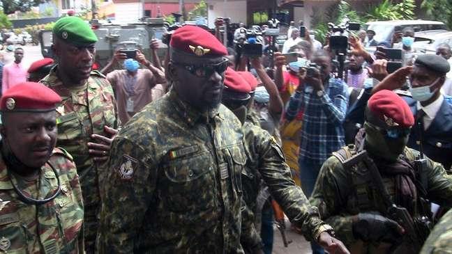 Comandante das forças especiais da Guiné, Mamady Doumbouya, que depôs o presidente Alpha Conde, em Conacri 10/09/2021 REUTERS/Saliou Samb