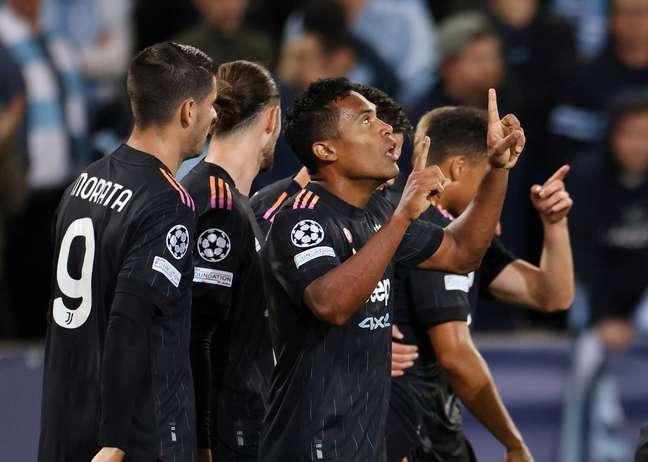 Alex Sandro festeja após abrir o placar para a Juventus na vitória sobre o Malmo
