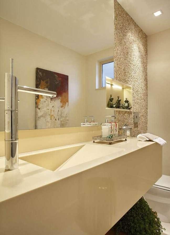 44. Nicho embutido para decoração de banheiro bonito em cores neutras – Foto: RBP Arquitetura e Interiores