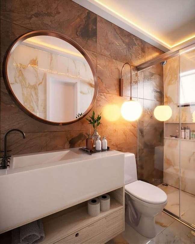 9. Arandela moderna para decoração de banheiro bonito – Foto: EMI Arquitetos