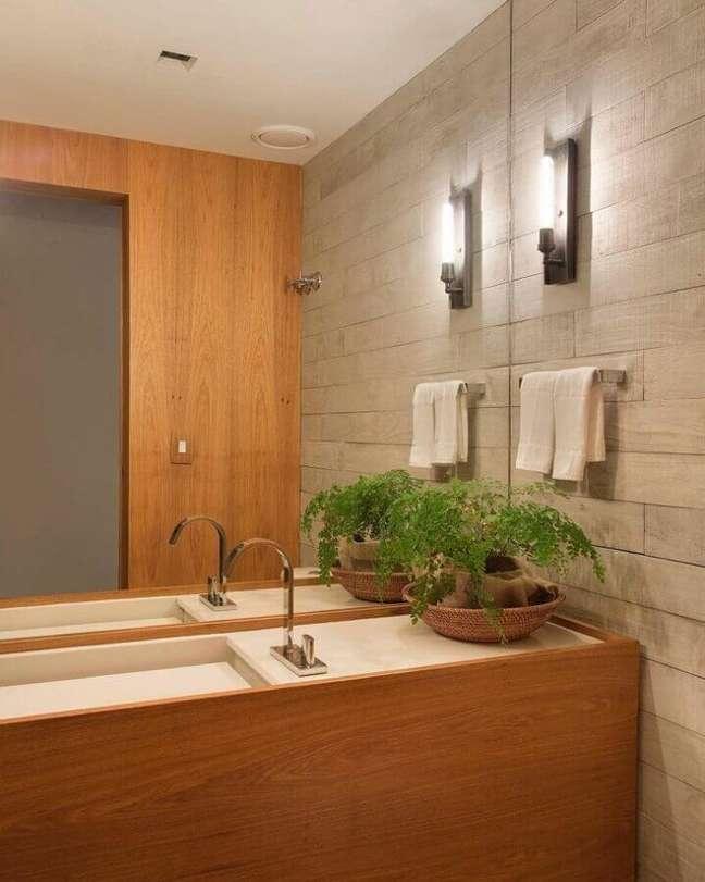 4. Vaso de planta para bancada de banheiro bonito decorado em cores neutras – Foto: Escala Arquitetura