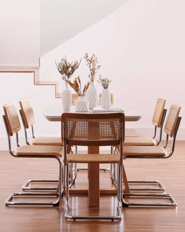 53. Cadeira cesca na sala de jantar de madeira moderna – Foto Westwing