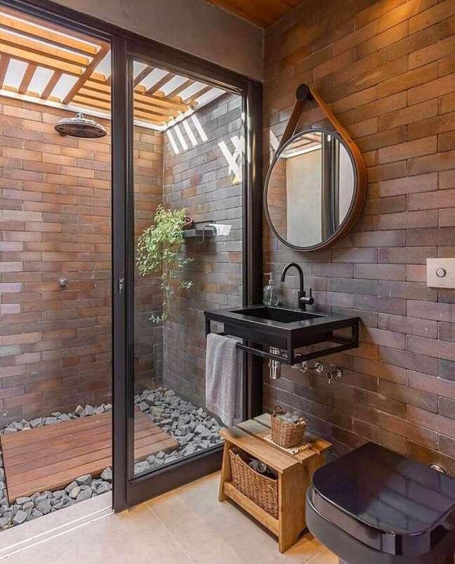49. Parede de tijolinho para decoração de banheiro bonito e rustico – Foto: Priscila Valente Arquitetura