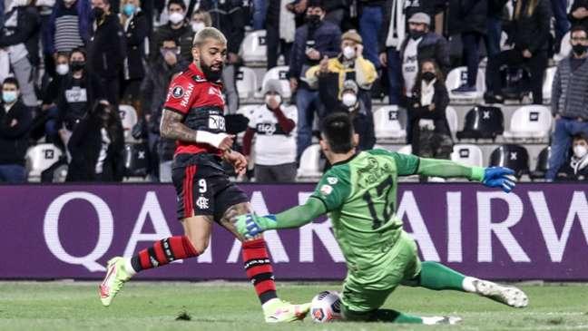 Gabigol marcou dois dos quatro gols da vitória do Flamengo (Foto: Staff Images/Conmebol)
