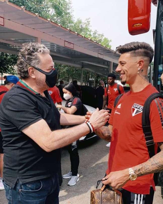 Casares esteve no CT da Barra Funda e cumprimentou os jogadores (Foto: Fellipe Lucena/São Paulo FC)