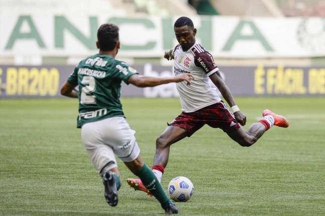 Contra o Palmeiras, Ramon atuou durante os 90 minutos (Foto: Marcelo Cortes/Flamengo)