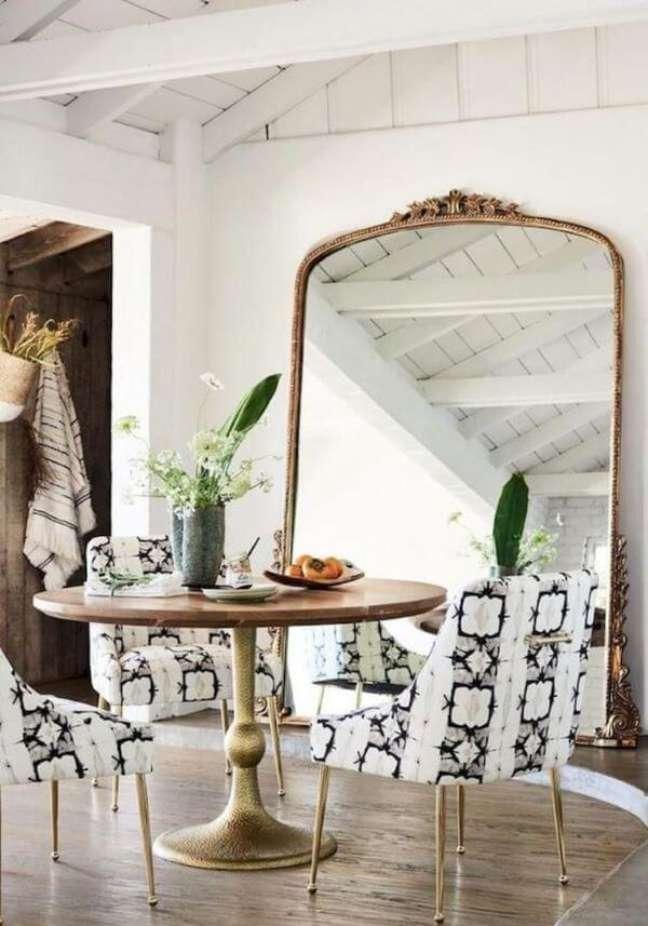 61. Móveis vintage para sala de jantar com espelho de chão – Foto Catálogo Anthropologie