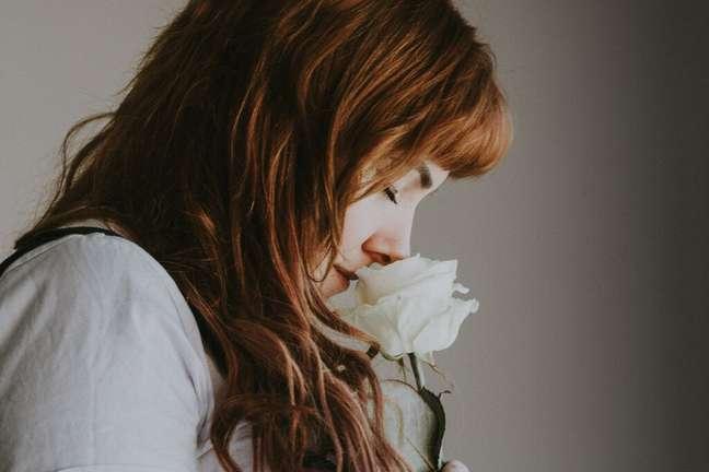 benefícios-cheirar-flores