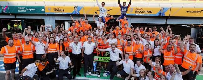 A McLaren não comemorava uma vitoria desde 2012.