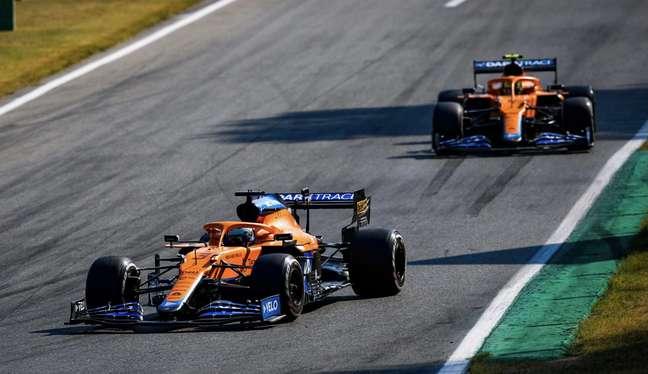 Ricciardo à frente de Norris.