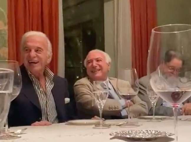 MIchel Temer ri de imitação de Bolsonaro