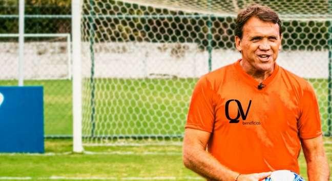 Ex-meia e especialista em bolas paradas, Petkovic vai dar curso online de cobrança de faltas (Foto: Divulgação/MF Press Global)
