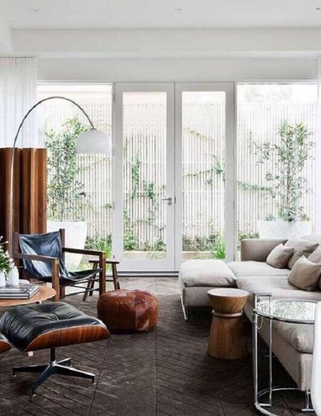 19. A porta francesa para sala é muito usada em casas que possuem varanda. Fonte: Decor Fácil